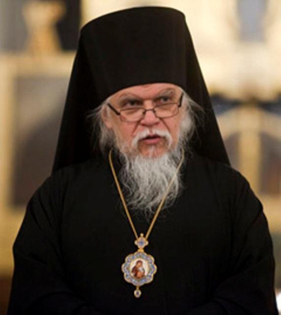 Церковь не намерена прекращать прием гуманитарной помощи