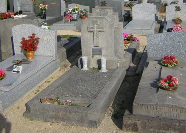 Русские могилы на кладбище французского города Сен-Бриак
