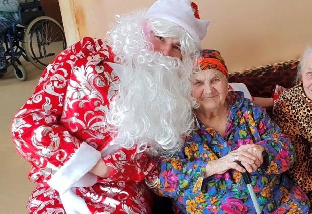 Готовимся к Новому Году: Фонд «Старость в радость» начал новогодний сбор подарков для одиноких пожилых людей