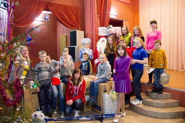 Ребят из Азаровского детского дома поздравили с Новым Годом!