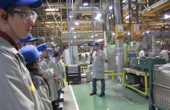 Ребята с инвалидностью побывали на заводе Renault