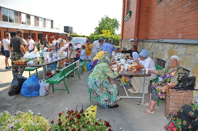 В Крымск продолжает поступать помощь