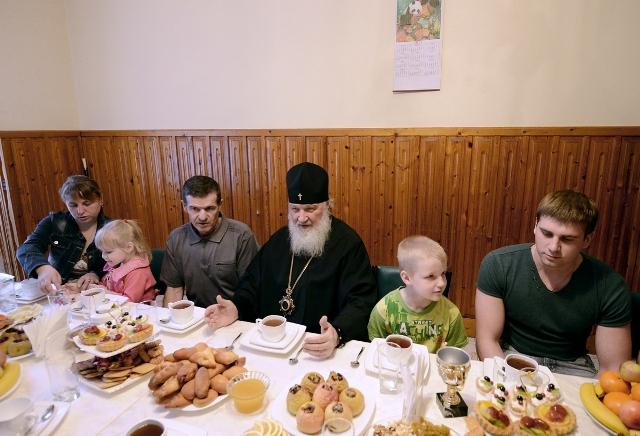 Святейший Патриарх Кирилл посетил дома жителей Крымска, пострадавших от наводнения