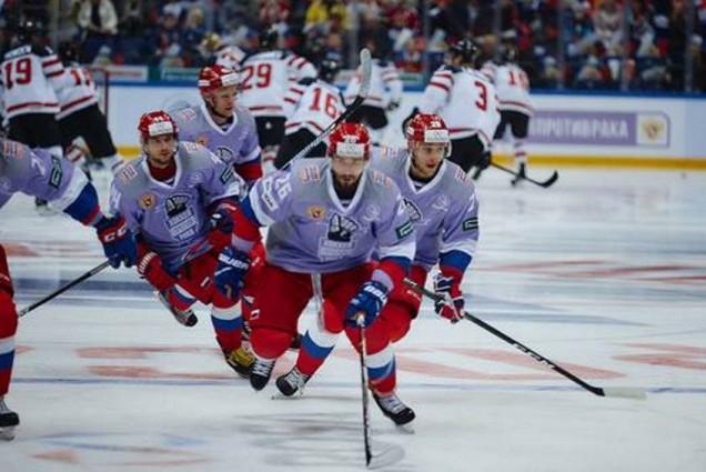 Хоккеисты сборной России посетят детский онкологический центр