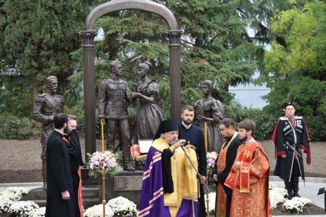 Открыт памятник Цесаревичу Николаю и Его невесте принцессе Алисе