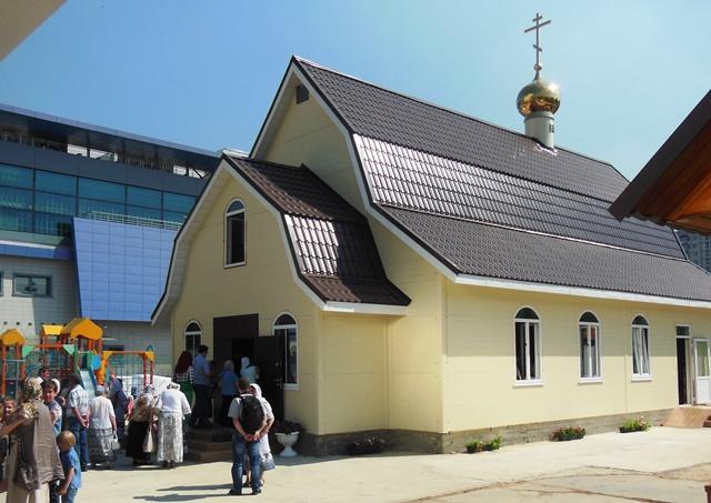 В Аннино освятили храм в честь Страстотерпца Государя Николая