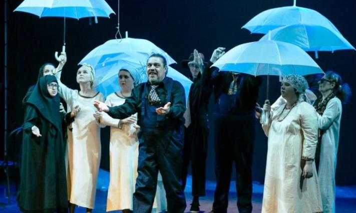 «Гроза – среда обитания» в инклюзивной постановке на сцене петербургского театра «На Литейной»