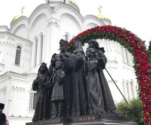 В Дивееве установлен памятник семье Николая II