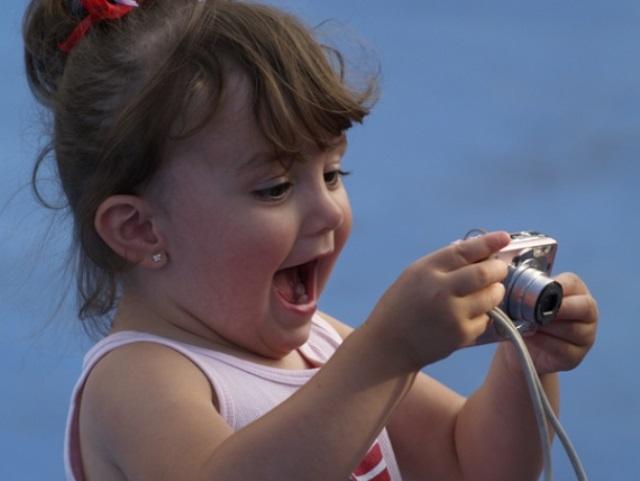 фотоаппараты в руках детей