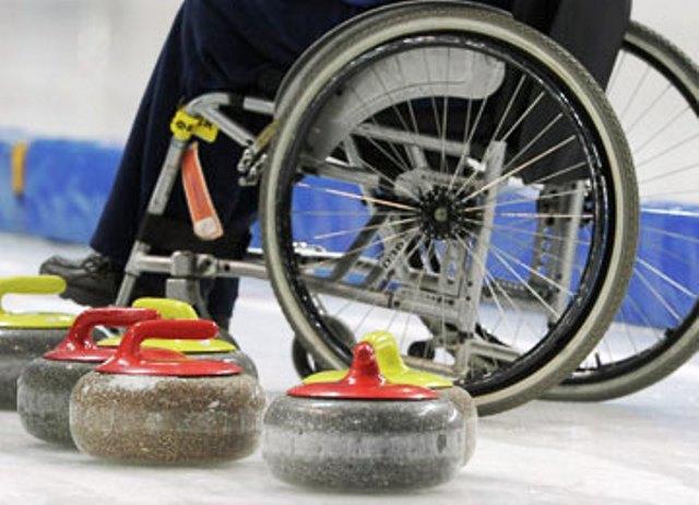 керлинг на колясках. Победила Россия