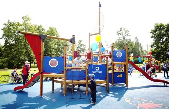 Павловскому дому-интернату особенная детская площадка