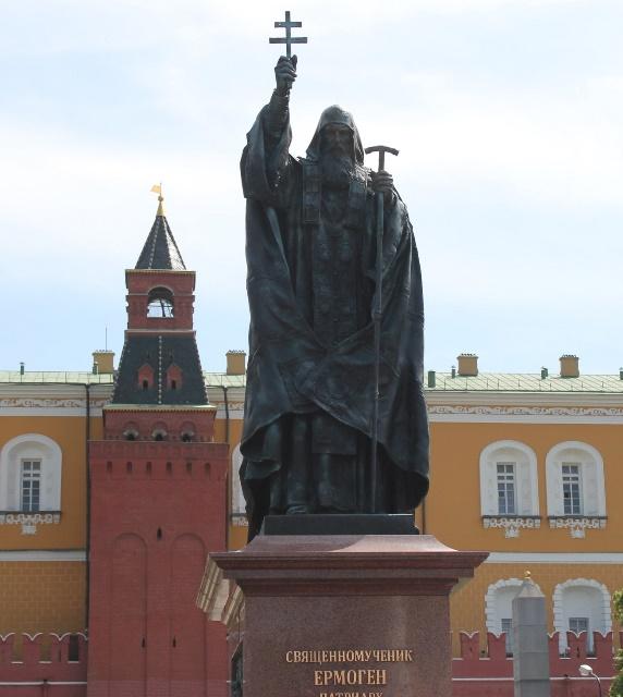 Открыт памятник святителю Ермогену