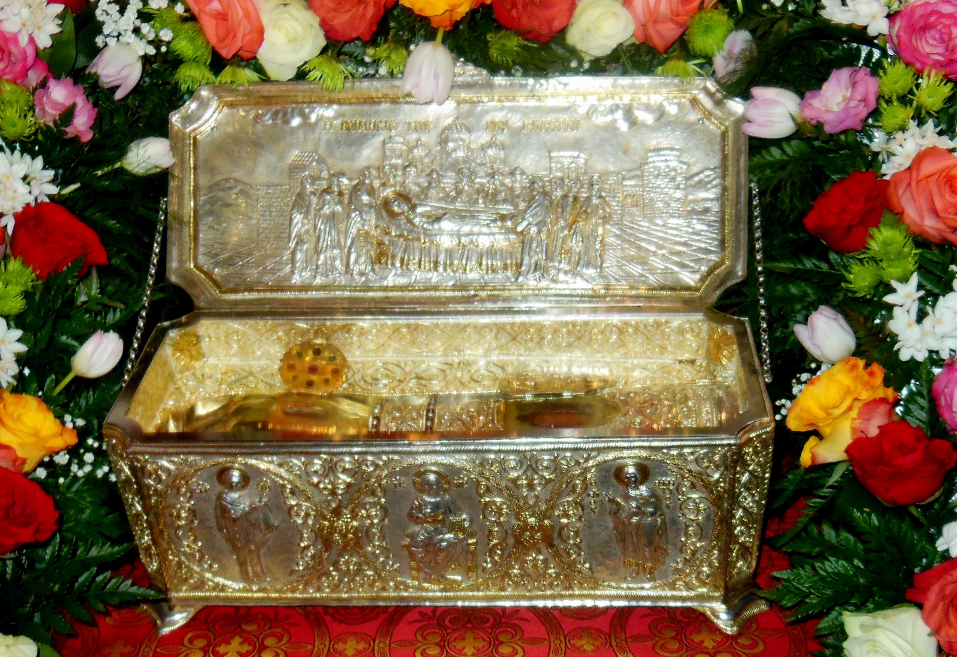 Десницу святого великомученика доставили в Москву