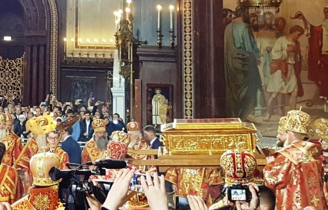 Ковчег с частью мощей святителя Николая  принесен в Москву
