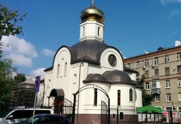 Освящен первый в Москве каменный храм в честь Святых Царственных Страстотерпцев