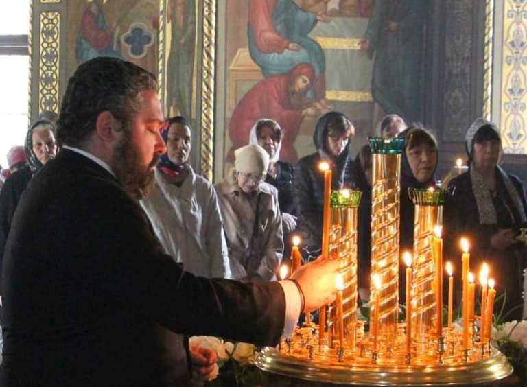 """Великий Князь  молился за службой """"Двенадцати Евангелий"""""""