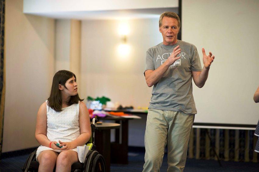 Молодежь с инвалидностью училась театральному мастерству